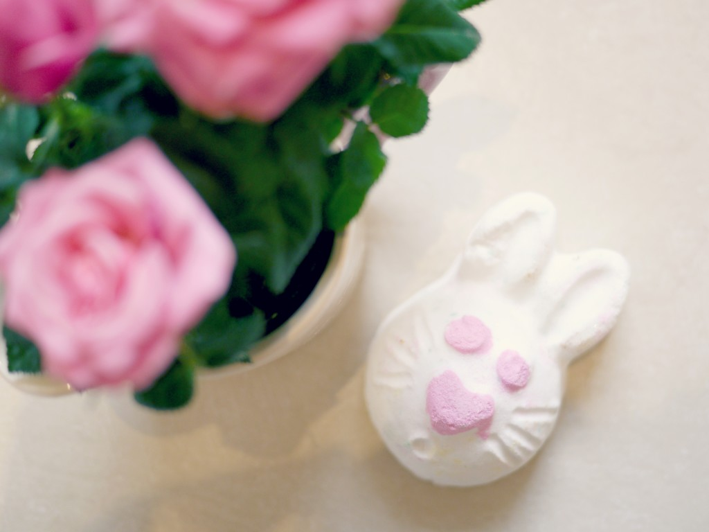 Easter Hoppity Poppity Bath Bomb - Lush