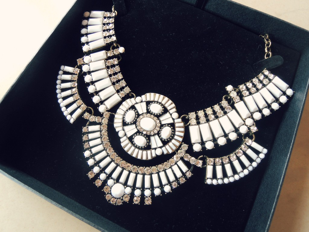 white warrior necklace - rara de barr