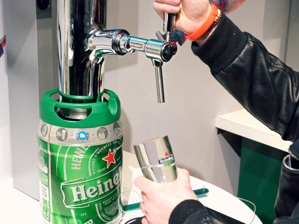 pouring pints - heineken