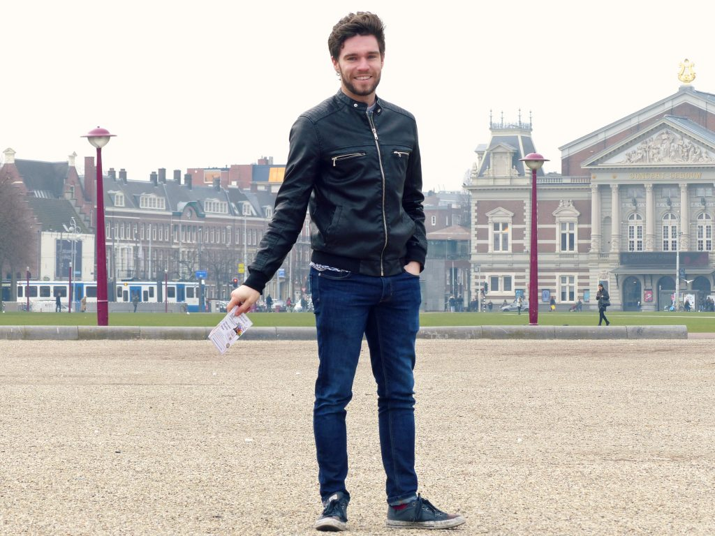 robin at museumplein